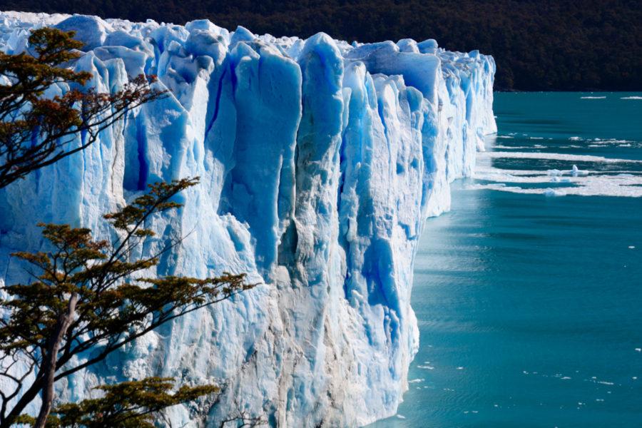 https://www.twofortheworld.com/wp-content/uploads/2017/04/Perito-Moreno-Glacier-Up-Close-900x600.jpg