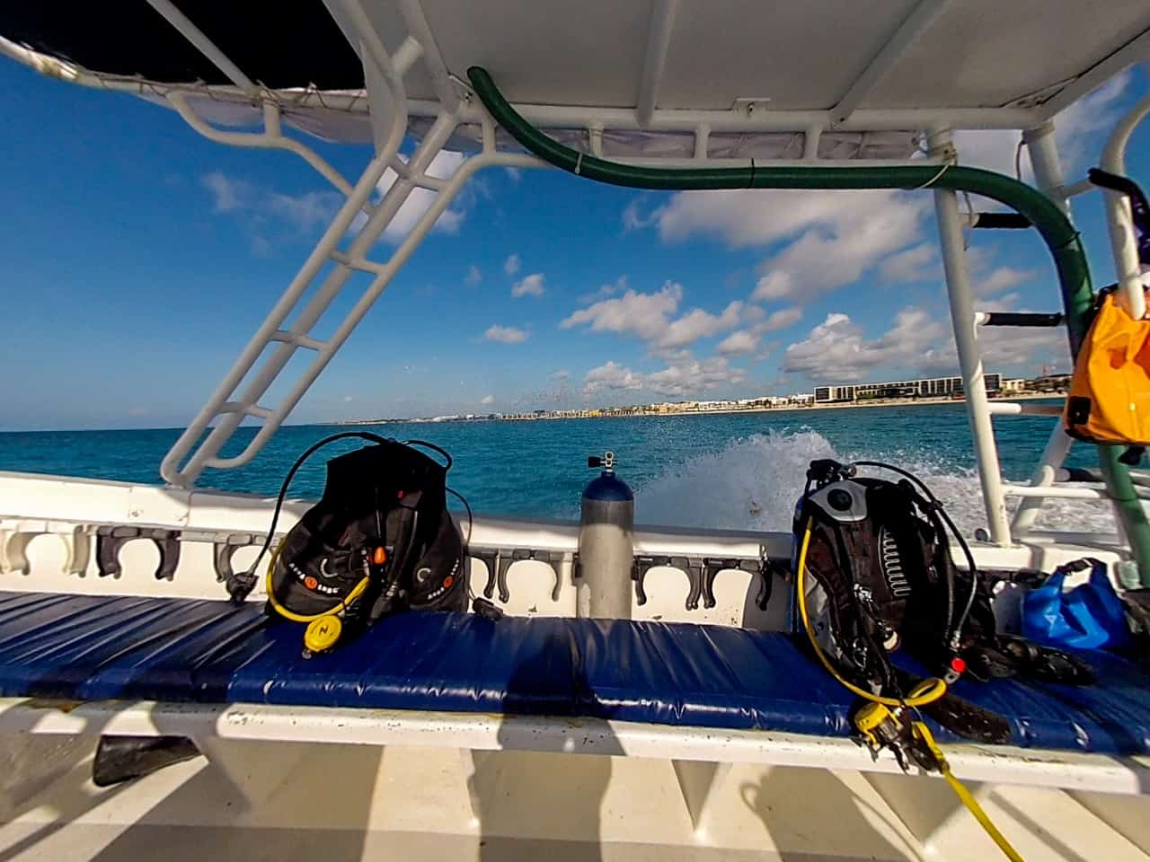 Cozumel diving - Our dive boat on the way to beautiful Cozumel